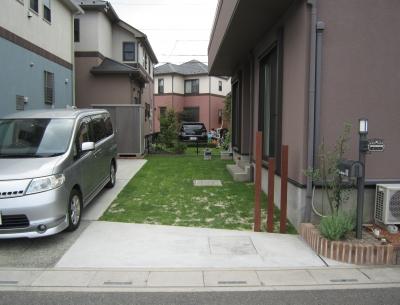 施工後:フラットで使いやすいシンプルなお庭と駐車場