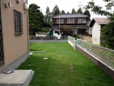 お庭施工:芝生のドッグラン