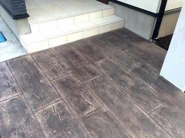 枕木調のスタンプコンクリート
