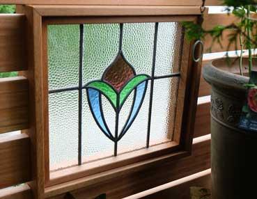 お庭から見たステンドグラス