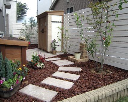 after:お気に入りのアイテムに囲まれたお庭に変身