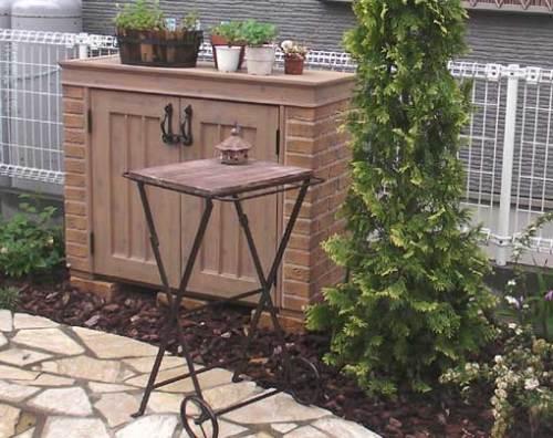 お庭のフォーカルポイントにもなって、便利に使えるカンナ・ミニ