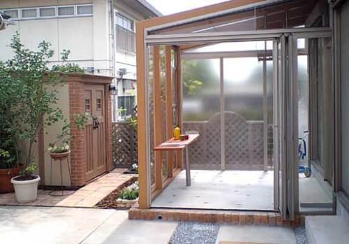 ガーデンルーム「ココマ」とカンナ物置のあるお庭