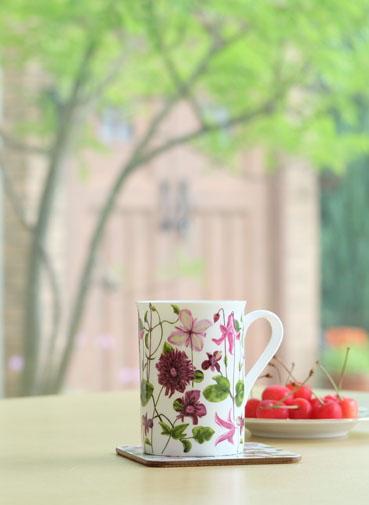 カンナを眺めながら、コーヒーを一杯