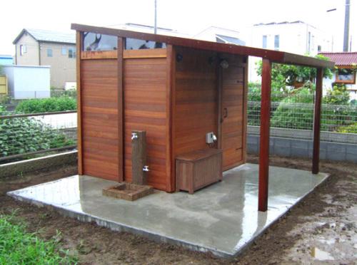 【ウリン製の小屋を造作】