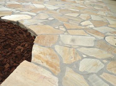 テラス 乱形の石貼り