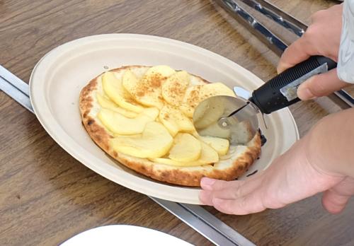 【今回も甘ーいリンゴのピザもご用意しました!】