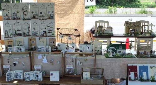 ガーデンマルシェのブース:販売はガーデン系の雑貨とお花、寄せ植え、木工品など