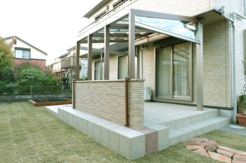 ガーデンルーム「ココマⅡ」とテラスの写真