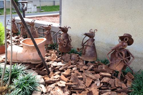 植栽コーナーにお気に入りの雑貨を飾って楽しい雰囲気の写真