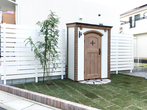芝生を植えて緑豊かなお庭にリフォームした写真