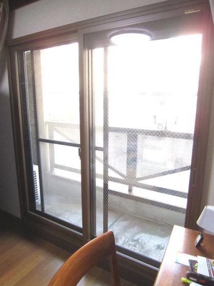 内窓プラマードUを設置した後の 寝室のテラス窓の写真