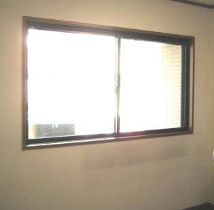 内窓プラマードUを設置する前の 勉強部屋の窓(道路側)の写真