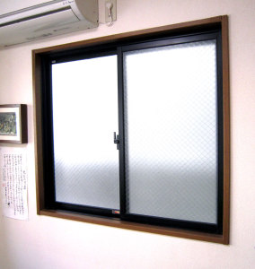 内窓を設置する前の 勉強部屋の窓(隣地側)の写真