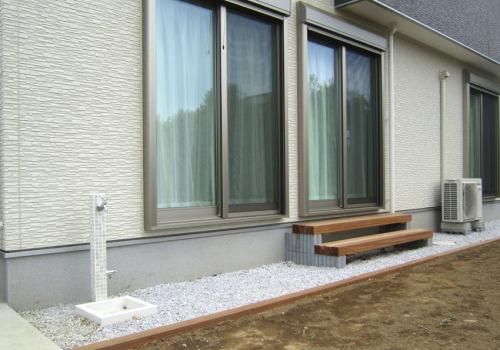 ニッコーの「モゼック」と「モゼックパン」を設置したお庭の写真