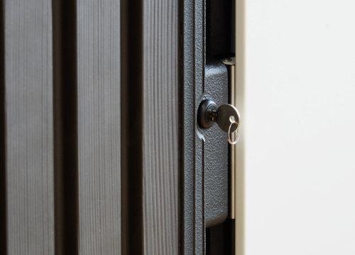リコ物置の鍵は差し込むタイプのカムロック錠