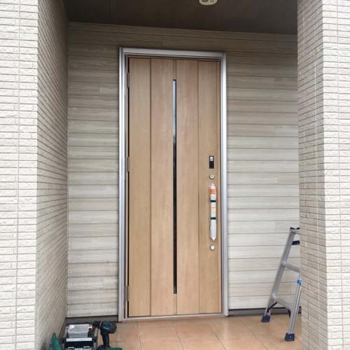 玄関ドアリフォーム中