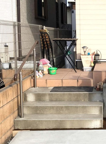 LIXILのグリップラインを設置した階段の写真
