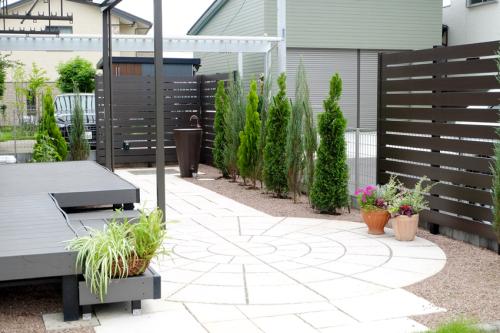 ご要望を取り入れてリフォームしたお庭の写真