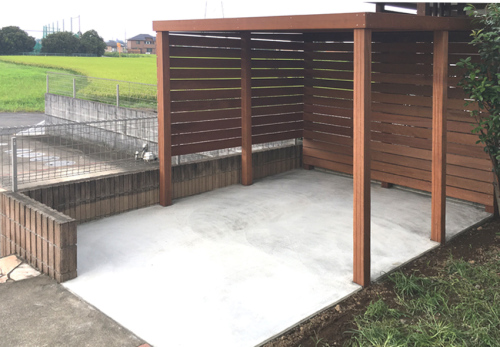 雨除けと目隠し効果のあるサイクルポート
