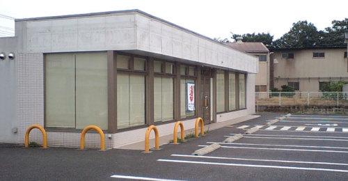 植物が全くないコンビニの空き店舗の写真