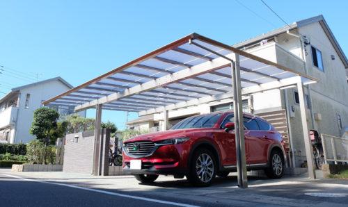 屋根がフラットなカーポートを設置した様子