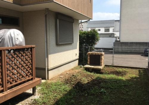 施工前のお庭の様子 お庭にはまだ水栓しかなく、雑草も生えています。