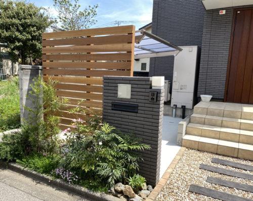 門壁とセランガンバツのフェンス